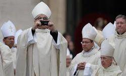 Папа Римский Франциск выбирает скромный смартфон Nokia Lumia 900