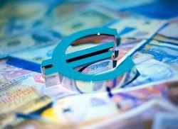 Курс доллара вырос к евро до 1,3722 после выхода фундаментальных данных еврозоны