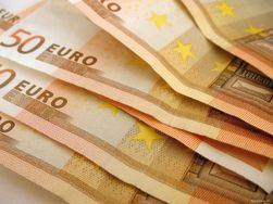 Курс евро вырос до 1,3771 доллара на Форексе