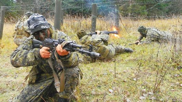 Муженко: практически 200 украинских разведчиков награждены посмертно завремя войны вДонбассе