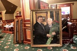 Пшонке инкриминируют кражу авто, а Януковичу непризнание Голодомора