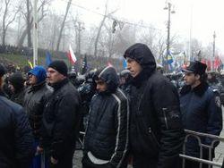 На Майдане в Киеве самооборона пресекла первые провокации