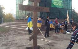 В Харькове снова появился крест: теперь не на Ленине, а возле него