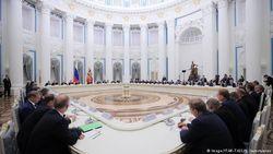Российские элиты на встрече в Кремле