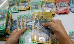Австралиец снижается против курса доллара на 0,02% на Форекс: октябрьские протоколы РБА