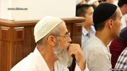 В Узбекистане верующих в белых тюбетейках не пускают в мечети на молитву