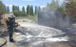 В Славянске после артобстрела загорелись горы сухой серы