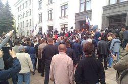 В Луганске боевики захватили здание ОГА, милиция не сопротивлялась