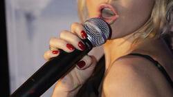 За клипы со звездами шоу-бизнеса России с YouTube требуют 960 тысяч рублей