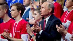 Путин встречается с молодежью