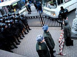 Правоохранители защищают Раду от народа