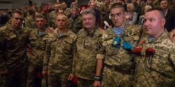 Подвиг киборгов возродил дух украинской армии – Порошенко о фильме «Аэропорт»