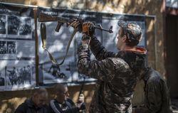 Боевики притворяются как бойцы добровольческих батальонов в Новоазовске