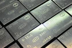 Цены на платину рухнули до 10-летнего минимума
