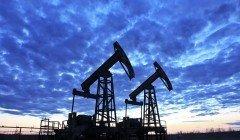 Фьючерсы на нефть торгуются без значительных колебаний