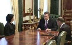 Янукович пообещал выплатить зарплаты киевским бюджетникам вовремя