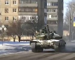 Танки в Донбассе не стесняются вывешивать триколор