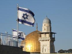 Иерусалим шестой день находится в плену у снежной бури