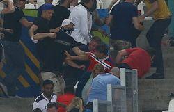 Два фаната сборной Англии получили тюремные сроки после драки в Марселе