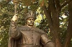 Памятник гетману Мазепе не простоял в Полтаве и дня
