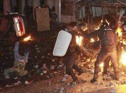 Демонстранты на Грушевского сами травмируют себя – МВД Украины