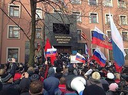 Захватив прокуратуру в Донецке, пророссийские активисты пошли на штурм СБУ