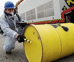 В Узбекистане на дороге в Езевоне найден контейнер с радиоактивным содержимым