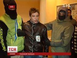 На Майдане задержали трех пьяных молодых людей с пистолетом