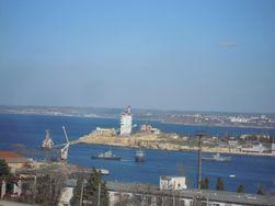 Российские войска затопили старые суда, чтобы блокировать корабли Украины