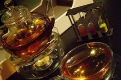 В Дубае стали подавать чай с 22-каратным золотом