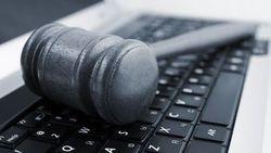 Ограничивая Интернет, российские власти активно используют его против врагов