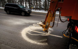 В Минске дороги зимой опять будут посыпать солью и песком