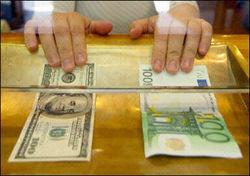 Курс евро снижается к доллару на Forex