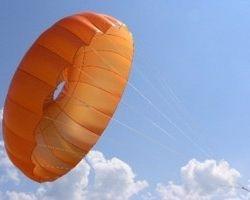 Экономия на ужине: прыжок с парашютом с 55 этажа