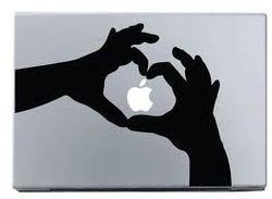 Американец хочет женится на MacBook , который его пристрастил к неприличному
