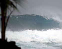 """Шторм """"Мануэль"""" у побережья Мексики усилился до уровня урагана"""