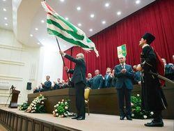 В Абхазии растет недовольство, люди требуют референдум