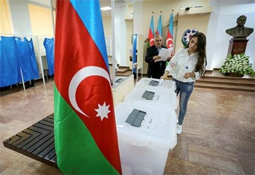 Граждане Азербайджана проголосовали заувеличения срока президентства
