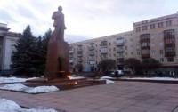 """В Житомире снесли """"главный памятник"""" Ленину"""