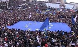 Евромайдан начал бессрочное блокирование здания АП Януковича