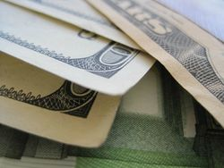Курс доллара растёт к мировым валютам не взирая на беспокойства ФРС о рынке труда