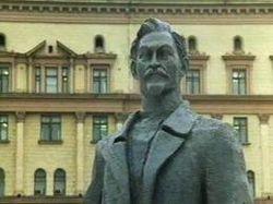 Памятник Дзержинскому вернули на Лубянку в Москве
