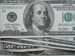 Курс доллара на Форекс снижается на 0,12% в ожидании ключевых новостей США