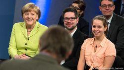Что общего и различного в общении Меркель с народом и прямой линией Путина