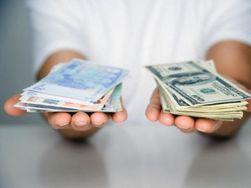 Курс евро понизился к доллару на Forex до пятимесячных минимумов