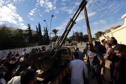 В Ливии военные начали штурм базы повстанцев в Триполи