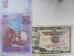 Курс гривны продолжает снижение к доллару США
