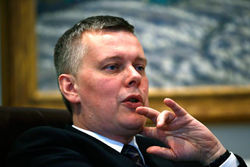 Министра обороны Польши хотели прослушать, жучок вовремя обнаружили