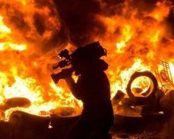 Самооборона Майдана сожгла БТР на Европейской площади