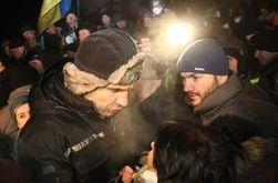На Грушевского Кличко продолжает общение с протестующими